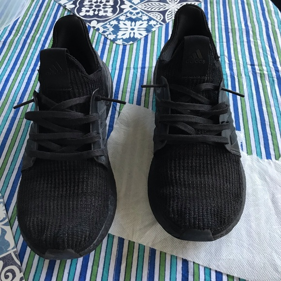 Ultra boost 19 triple black with hype beast lacing